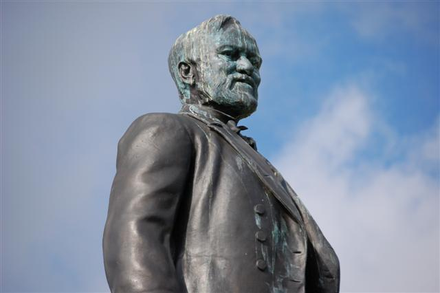 Statue_of_Andrew_Carnegie_-_geograph.org.uk_-_742243